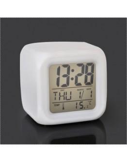 Светещ LED Часовник с форма на куб.